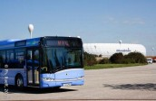 Nur auf der Esplanade vor der Münchner Fußballarena war genug Platz, um die Busse so schön aufzustellen